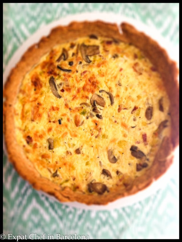 Quiche with leeks, bacon and mushrooms